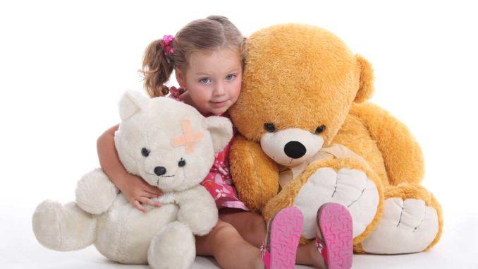 XXL Teddys sind sehr beliebt bei Babys und kleinen Kindern
